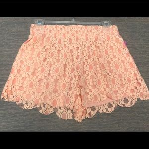 Boutique Peach Lace Scalloped Leg Shorts NWT